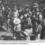lata 60 profesorowie Marian Arszyński i Józef Poklewski oraz prof. Wojciech Kalinowski w otoczeniu studentów na praktykach w Sandomierzu
