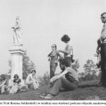 lata 70 dr Bożena Soldenhoff ( w środku) oraz studenci podczas objazdu naukowego