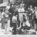 lata 70 obecni profesorowie Zygmunt Kruszelnicki i Józef Poklewski ze studentami w Kętrzynie