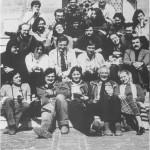 lata 80 prof. Wojciech Kalinowski, obecna profesor Maria Roznerska oraz mgr Wacław Górski w otoczeniu członków Koła Naukowego na wycieczce do Bucharza